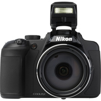 Nikon Coolpix B700 - Vue de face
