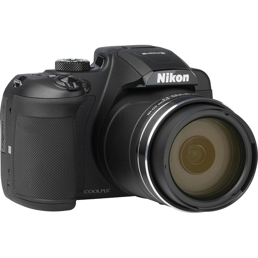 Nikon Coolpix B700 - Vue de 3/4 vers la droite