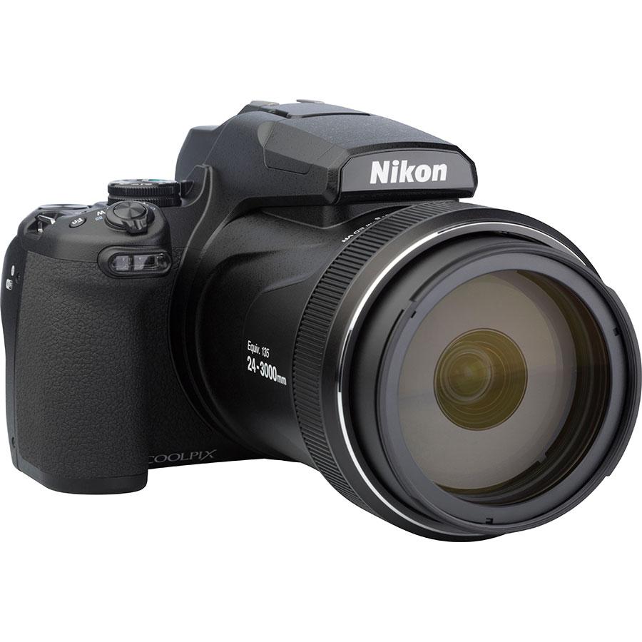 Nikon Coolpix P1000 - Vue de 3/4 vers la droite