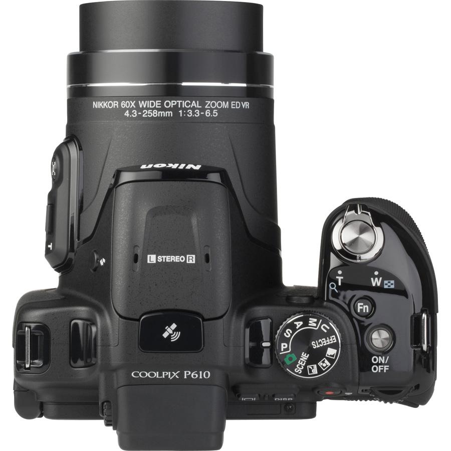 Nikon Coolpix P610 - Vue de 3/4 vers la droite