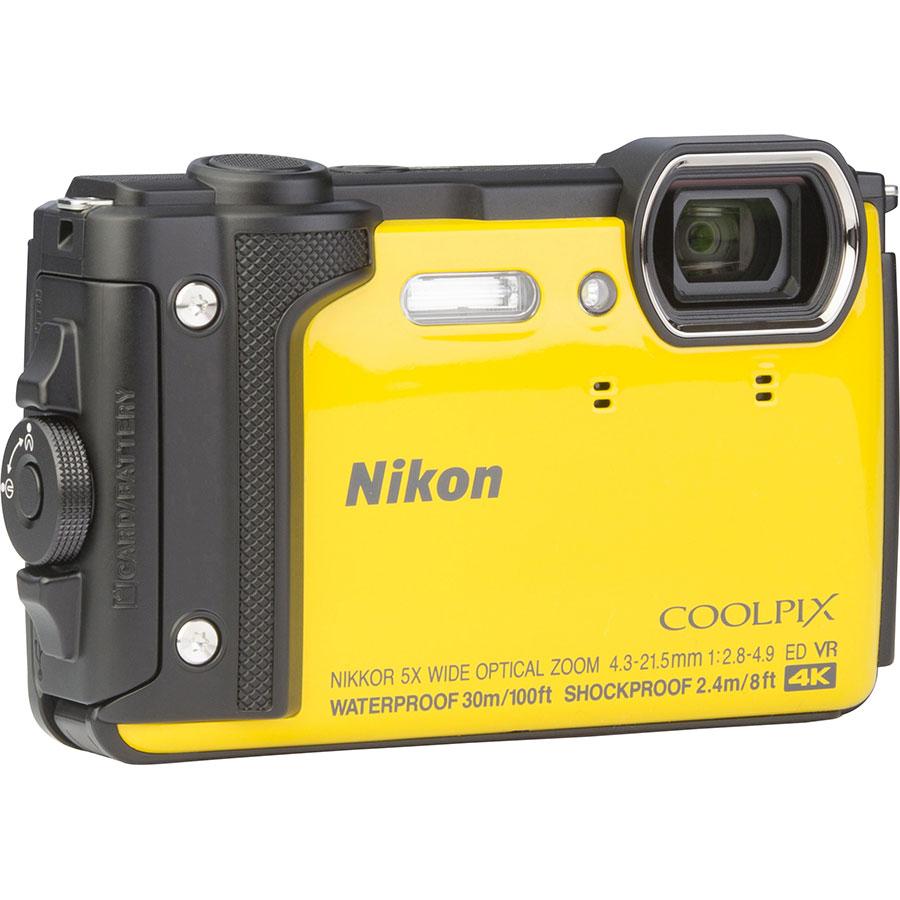 Nikon Coolpix W300 - Vue de 3/4 vers la droite