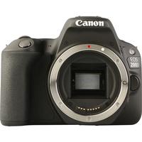 Canon EOS 200D + EF-S 18-55 mm IS STM - Vue de face sans objectif
