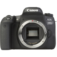 Canon EOS 77D + EF-S 18-55 mm F4-5,6 IS STM - Vue de face sans objectif