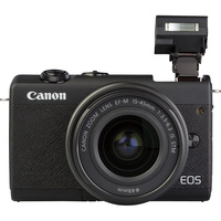 Canon EOS M200 + EF-M 15-45 mm IS STM - Vue de face avec le flash