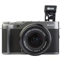 Fujifilm X-A7 + Fujinon Super EBC XC 15-45 mm OIS PZ - Vue de face avec le flash
