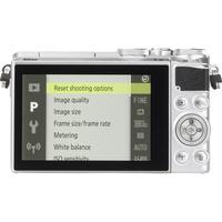 Nikon 1 J5 + 1 Nikkor VR 10-30 mm ED IF PD-Zoom - Vue de dos