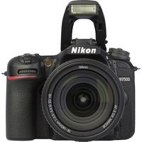 Nikon D7500 + AF-S DX Nikkor 18-140 mm G ED VR - Vue de face