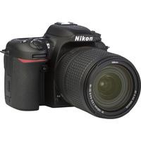 Nikon D7500 + AF-S DX Nikkor 18-140 mm G ED VR - Vue de 3/4 vers la droite