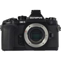 Olympus OM-D E-M1 + M. Zuiko Digital ED 12-40 mm PRO - Vue de face sans objectif