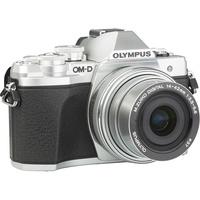 Olympus OM-D E-M10 Mark III + M. Zuiko Digital 14-42 mm EZ ED MSC - Vue de 3/4 vers la droite
