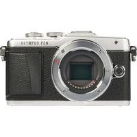 Olympus Pen E-PL7 + M. Zuiko Digital 14-42 mm II R - Vue de face sans objectif