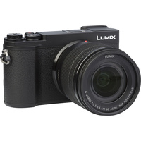 Panasonic Lumix DC-GX9 + Lumix G Vario 12-60 mm Power OIS - Vue de 3/4 vers la droite