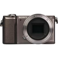 Sony ILCE-5100 + 16-50 mm SELP1650 - Vue de face sans objectif