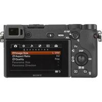 Sony ILCE-6300 + E 16-70 mm ZA OSS SEL1670Z - Vue de 3/4 vers la droite