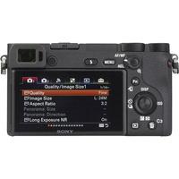 Sony ILCE-6500 + E 16-70 mm ZA OSS SEL1670Z - Vue de dos