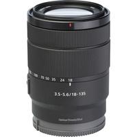 Sony ILCE-6600 + E 18-135 mm OSS SEL18135 - Vue de l'objectif