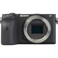 Sony ILCE-6600 + E 18-135 mm OSS SEL18135 - Vue de face sans objectif