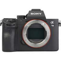 Sony ILCE-7M3 + 28-70 mm OSS SEL2870 - Vue de face sans objectif