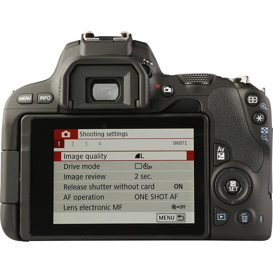 Canon EOS 200D + EF-S 18-55 mm IS STM - Vue de dos