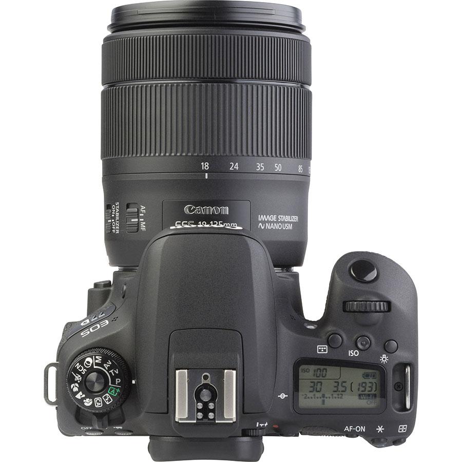 Canon EOS 77D + EF-S 18-135 mm IS USM - Vue du dessus