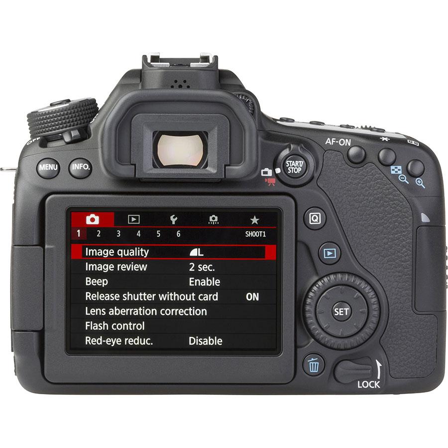 Canon EOS 80D + EF-S 18-135 mm IS USM - Vue de dos