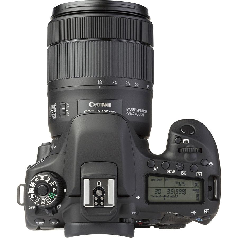 Canon EOS 80D + EF-S 18-135 mm IS USM - Vue du dessus