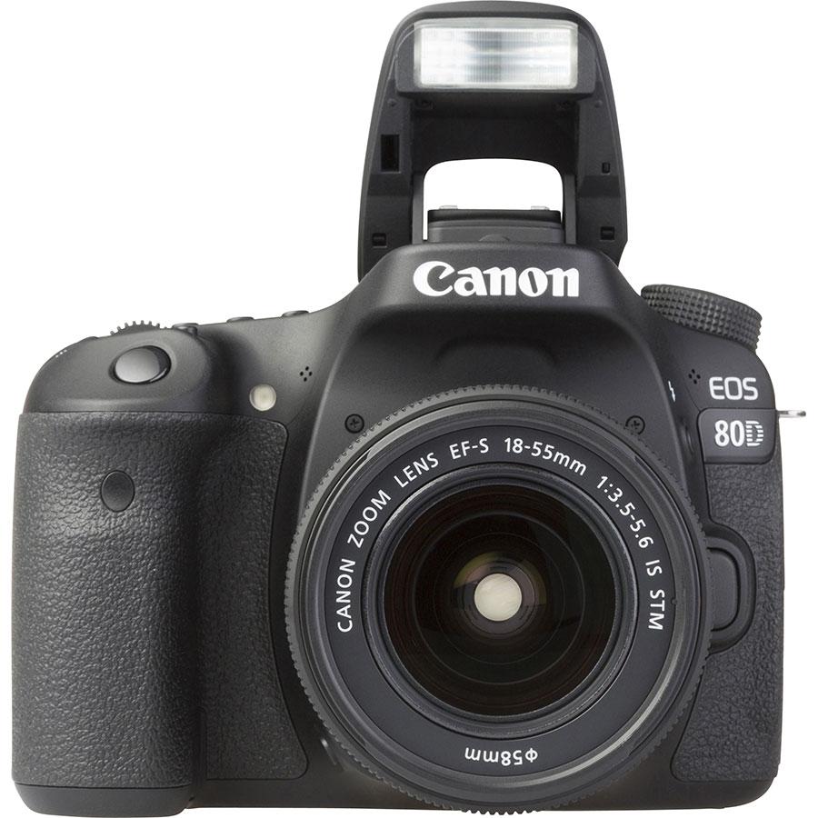 Canon EOS 80D + EF-S 18-135 mm IS USM - Vue de face