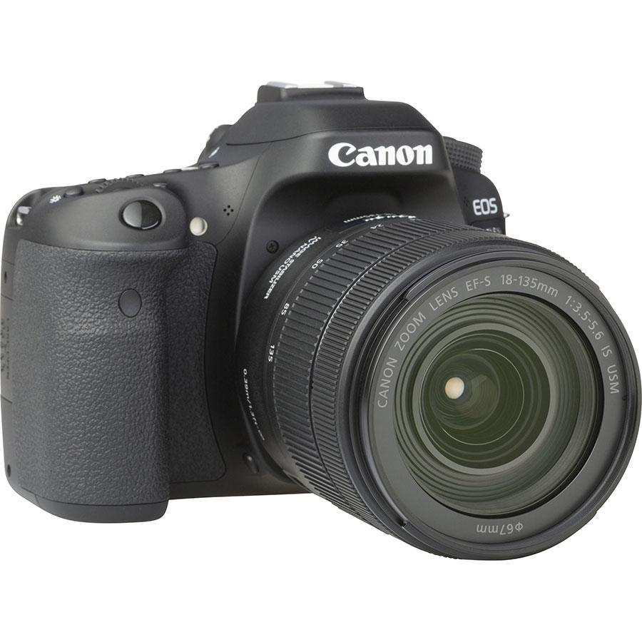 Canon EOS 80D + EF-S 18-135 mm IS USM - Vue de 3/4 vers la droite