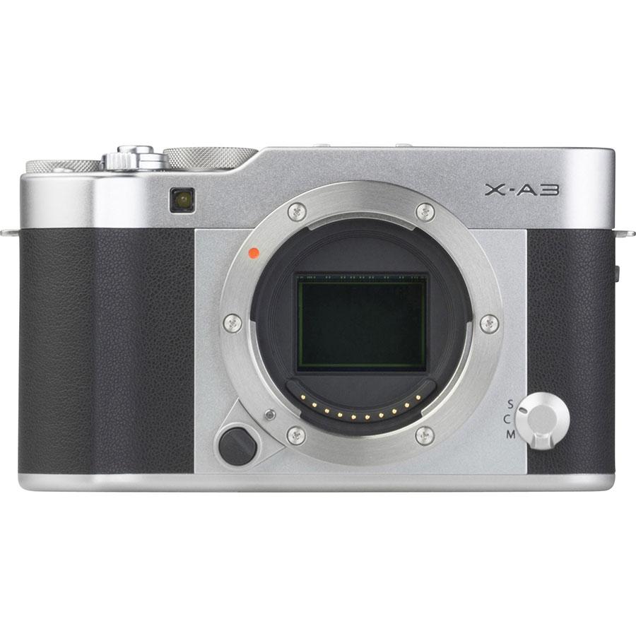 Fujifilm X-A3 + Fujinon Super EBC XC 16-50 mm OIS II - Vue de face sans objectif