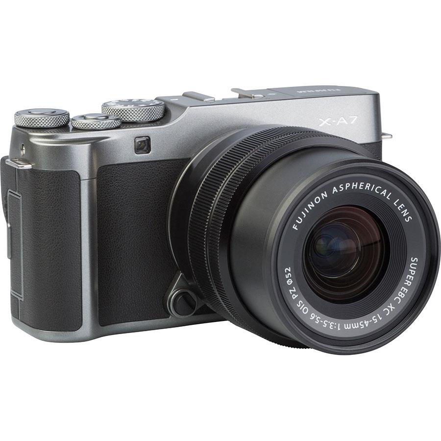 Fujifilm X-A7 + Fujinon Super EBC XC 15-45 mm OIS PZ - Vue de 3/4 vers la droite