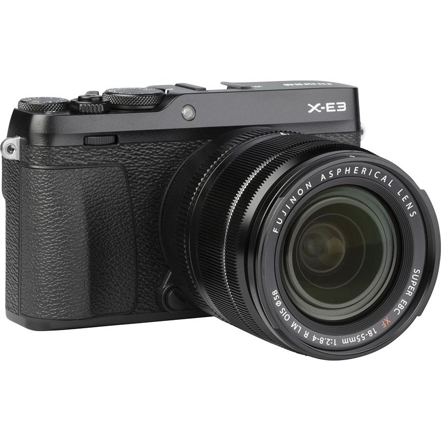 Fujifilm X-E3 + Fujinon Super EBC XF 18-55 mm R LM OIS - Vue de 3/4 vers la droite