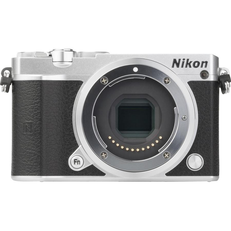 Nikon 1 J5 + 1 Nikkor VR 10-30 mm ED IF PD-Zoom - Vue de face sans objectif
