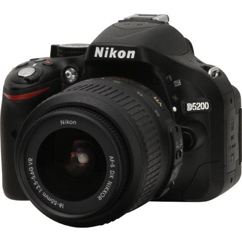Nikon D5200 + AF-S DX 18-55 mm G VR - Vue principale