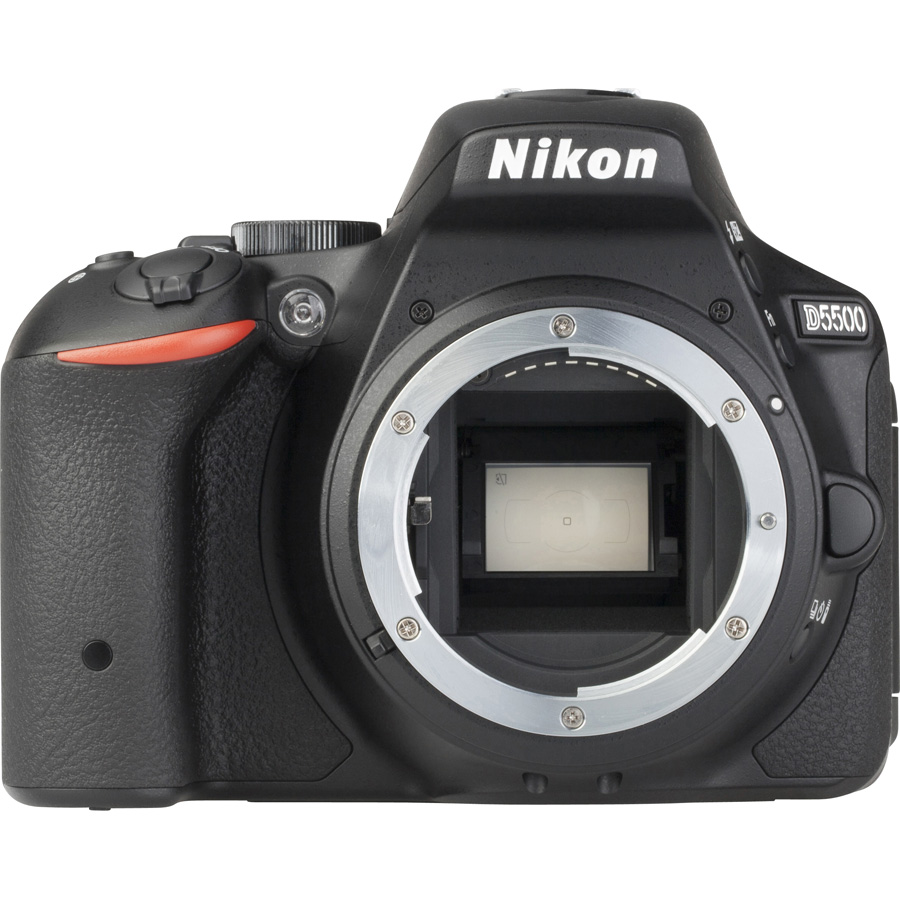 Nikon D5500 + AF-S DX Nikkor 18-105 mm G ED VR - Vue de face sans objectif