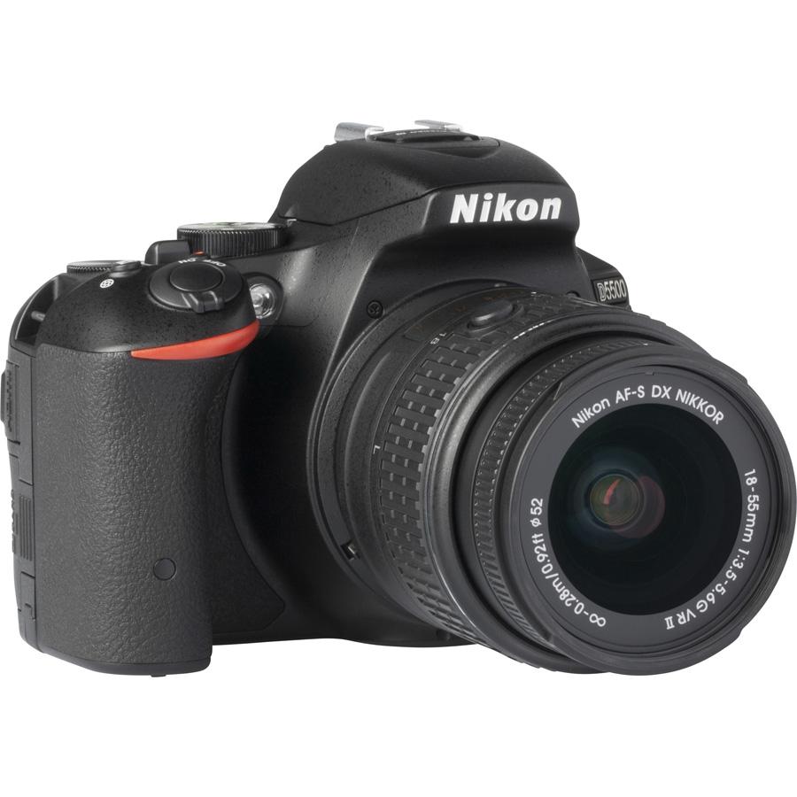 Nikon D5500 + AF-S DX Nikkor 18-55 mm G VR II - Vue de 3/4 vers la droite
