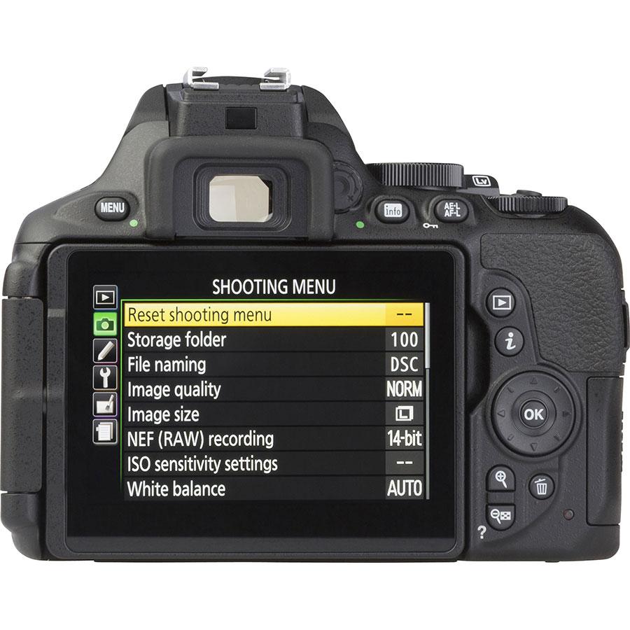 Nikon D5600 + AF-P DX Nikkor 18-55 mm G VR - Vue de dos