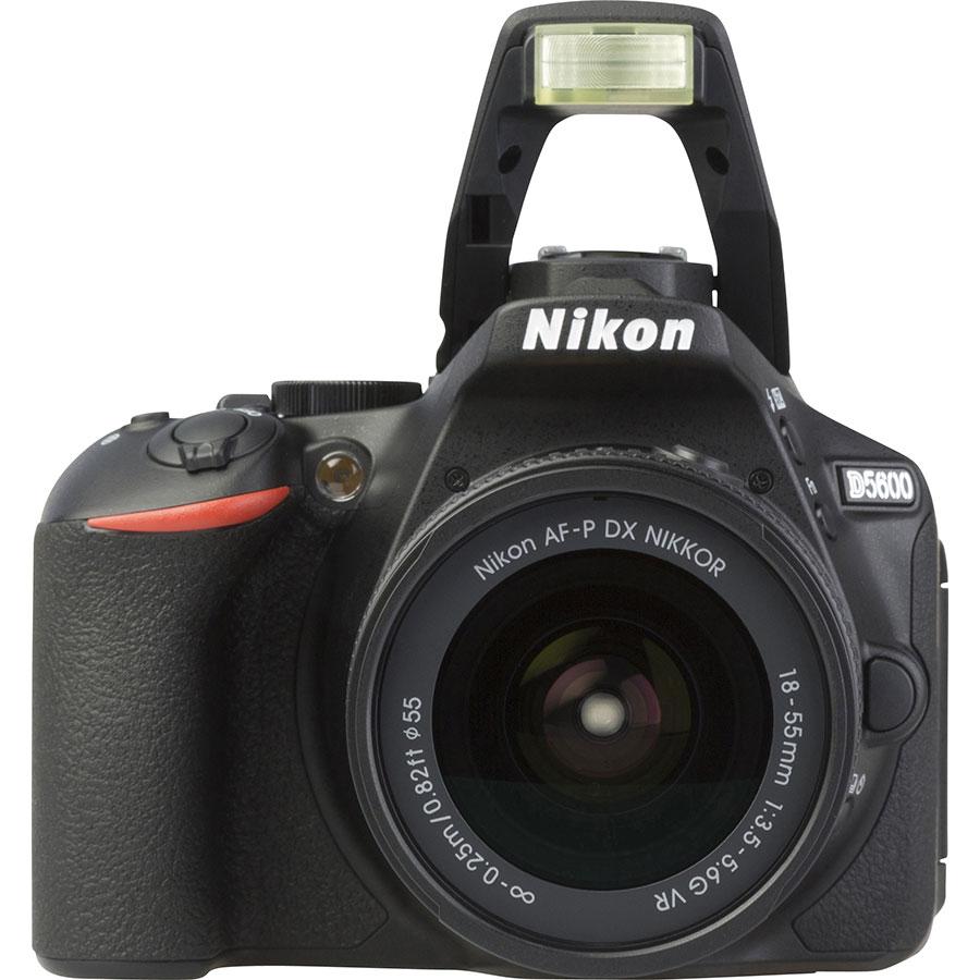 Nikon D5600 + AF-P DX Nikkor 18-55 mm G VR - Vue de face