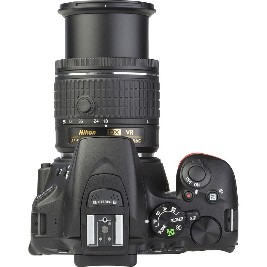 Nikon D5600 + AF-P DX Nikkor 18-55 mm G VR - Vue du dessus