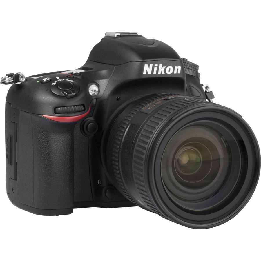 Nikon D610 + AF-S 24-85 mm G ED VR - Vue de 3/4 vers la droite
