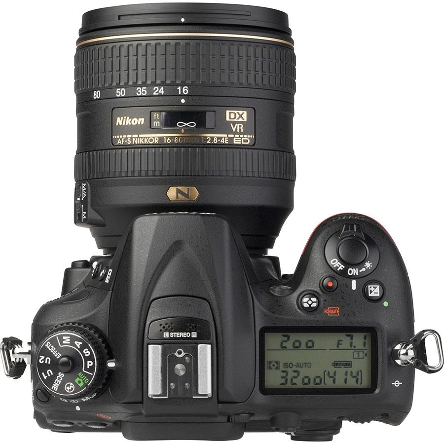 Nikon D7200 + AF-S DX Nikkor 16-80 mm E ED VR - Vue du dessus