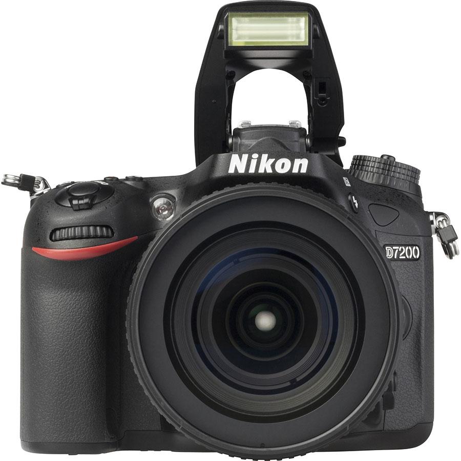 Nikon D7200 + AF-S DX Nikkor 16-80 mm E ED VR - Vue de face