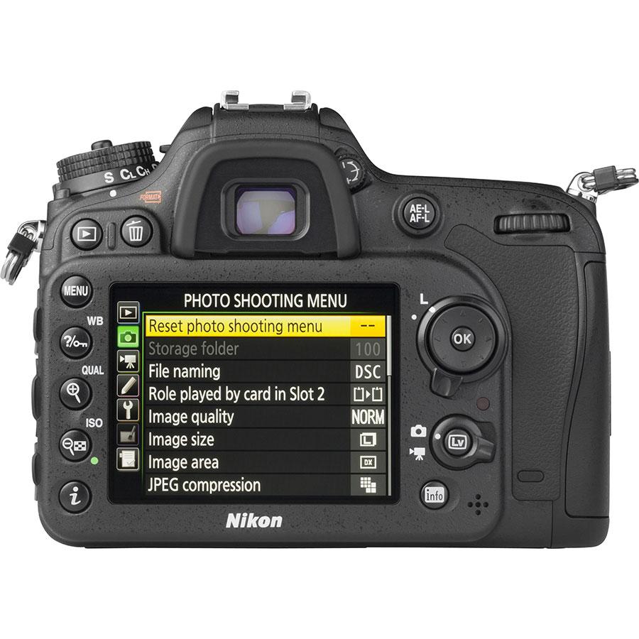 Nikon D7200 + AF-S DX Nikkor 16-80 mm E ED VR - Vue de dos