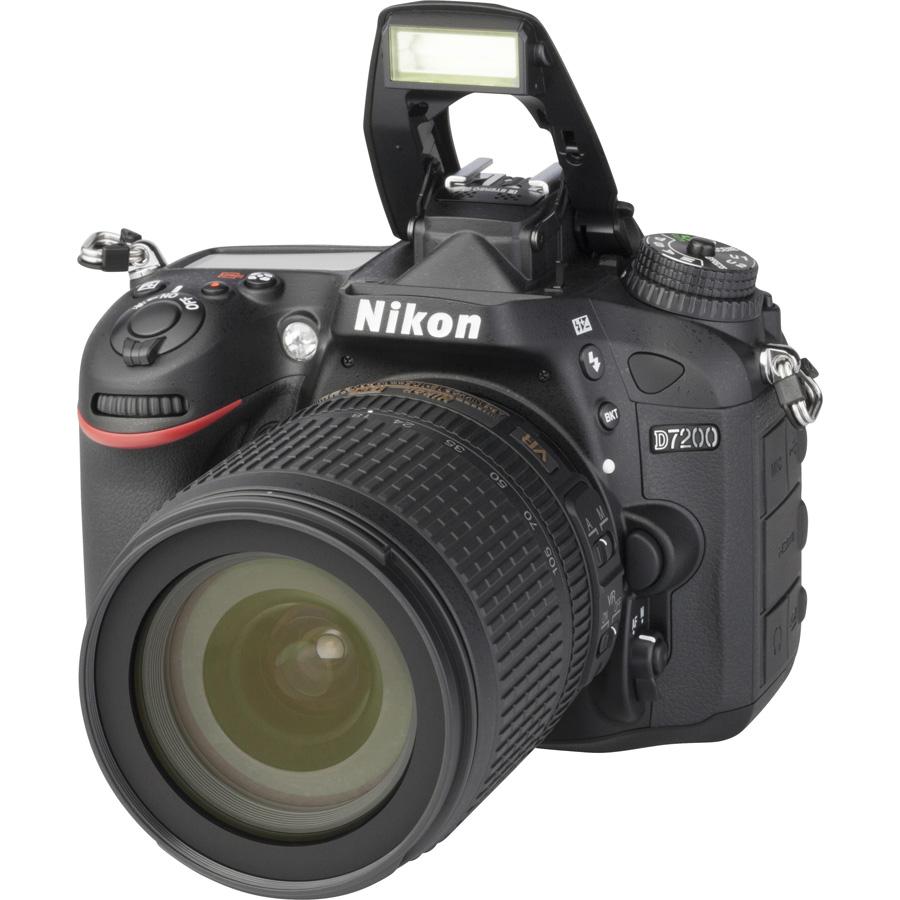 Nikon D7200 + AF-S DX Nikkor 18-105 mm G ED VR - Vue principale