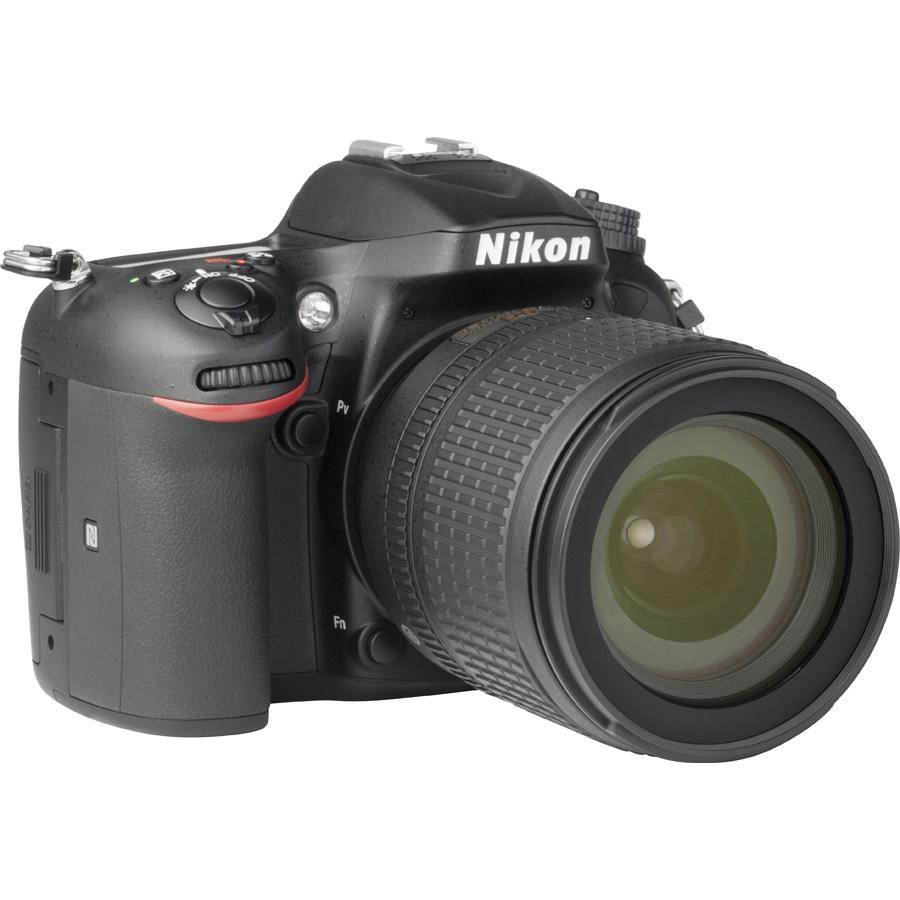 Nikon D7200 + AF-S DX Nikkor 18-105 mm G ED VR - Vue de 3/4 vers la droite