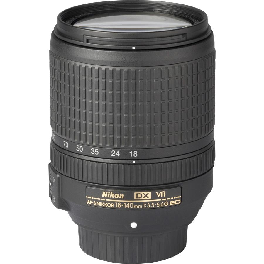 Nikon D7200 + AF-S DX Nikkor 18-140 mm G ED VR - Vue de l'objectif