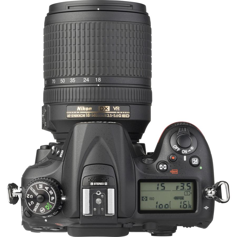 Nikon D7200 + AF-S DX Nikkor 18-140 mm G ED VR - Vue du dessus