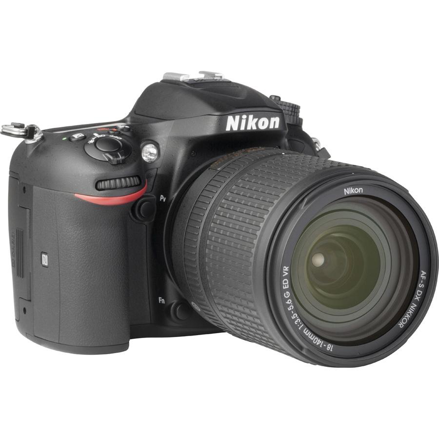 Nikon D7200 + AF-S DX Nikkor 18-140 mm G ED VR - Vue de 3/4 vers la droite