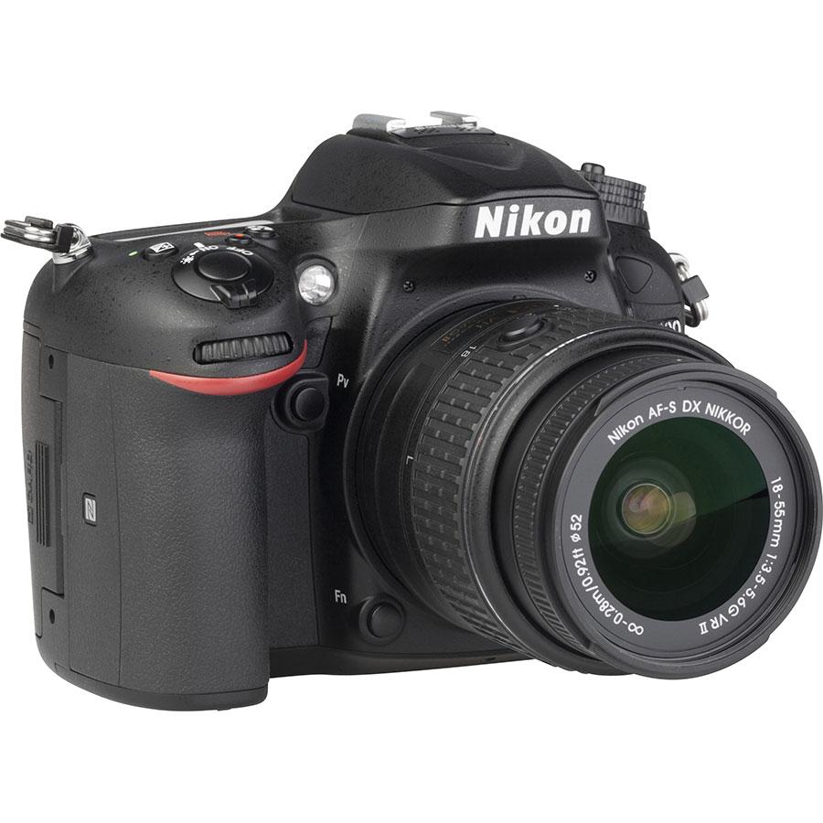 Nikon D7200 + AF-S DX Nikkor 18-55 mm G VR II - Vue de 3/4 vers la droite