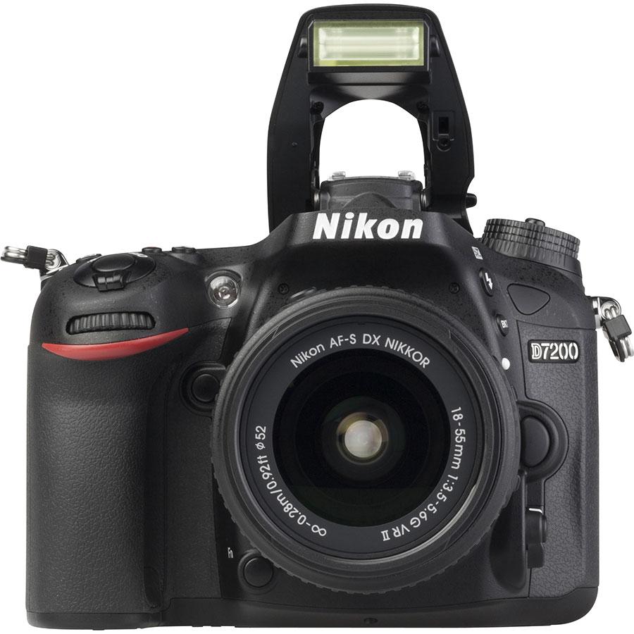 Nikon D7200 + AF-S DX Nikkor 18-55 mm G VR II - Vue de face