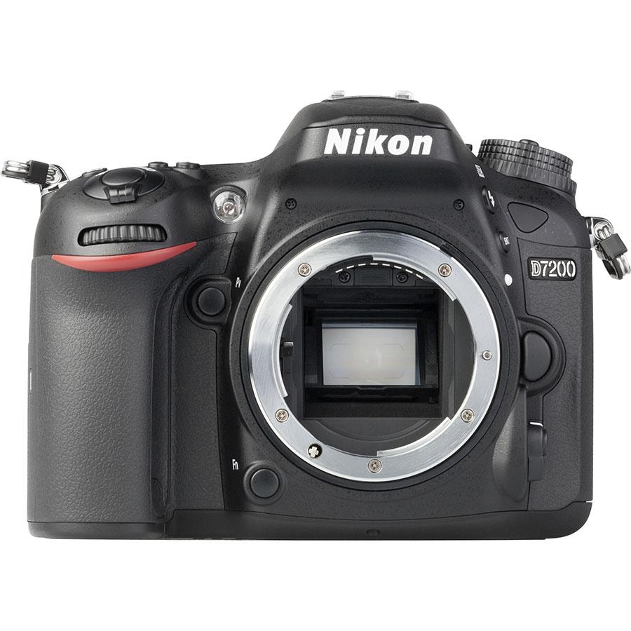 Nikon D7200 + AF-S DX Nikkor 18-55 mm G VR II - Vue de face sans objectif